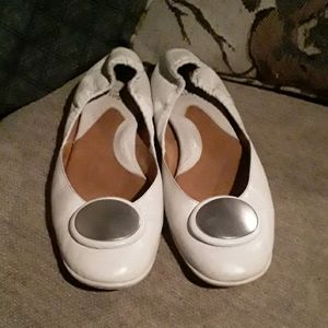 BORN white Leather flats 7.5